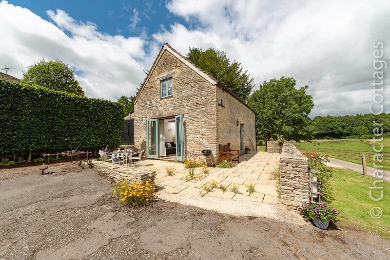 Will's Cottage is a stunning contemporary home with a lovely open plan layout, location de vacances à Hillesley