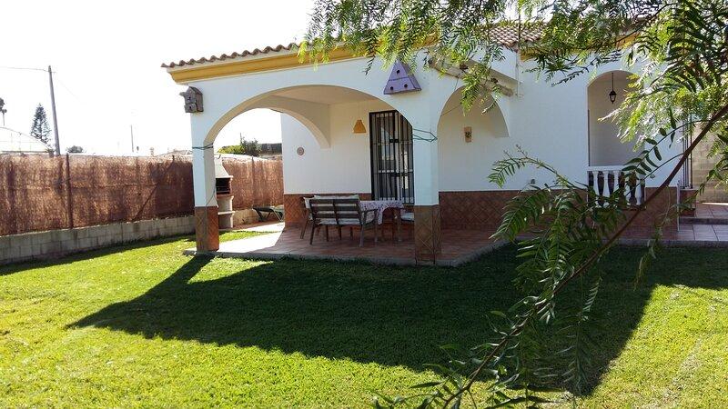 CASA CON JARDIN PRIVADO, vacation rental in Chipiona