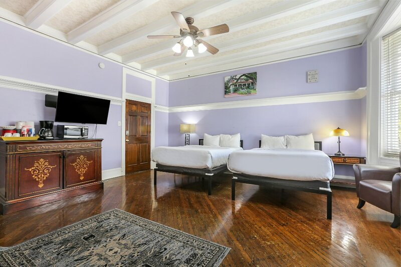 Charming Studio by the Streetcar Line, holiday rental in Metairie