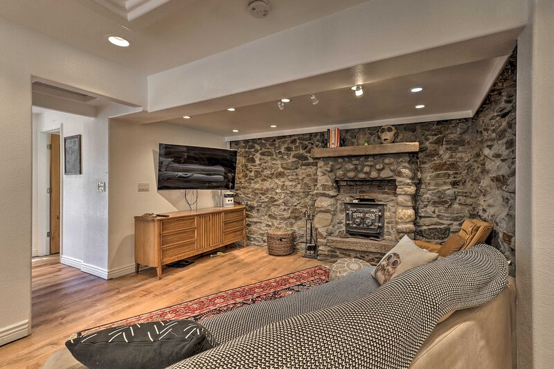 NEW! Cozy Alpine Refuge: Hike, Fish, Ski, Explore!, aluguéis de temporada em Idaho Springs