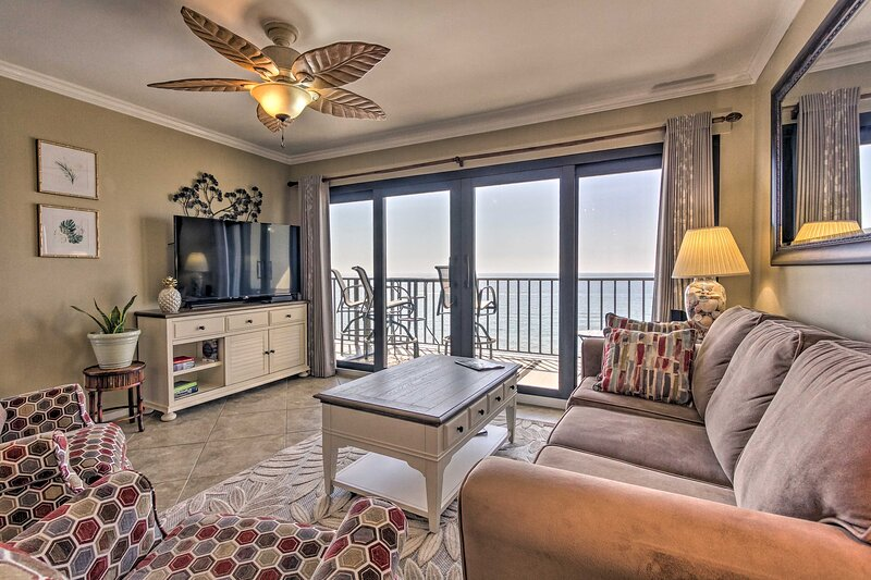 NEW! 11th-Floor Condo w/ View, 1 Block to Dining!, holiday rental in Lower Grand Lagoon