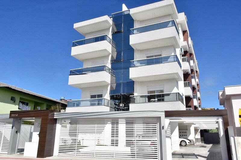 Apto novo de frente pra Praia do Santinho, holiday rental in Florianopolis