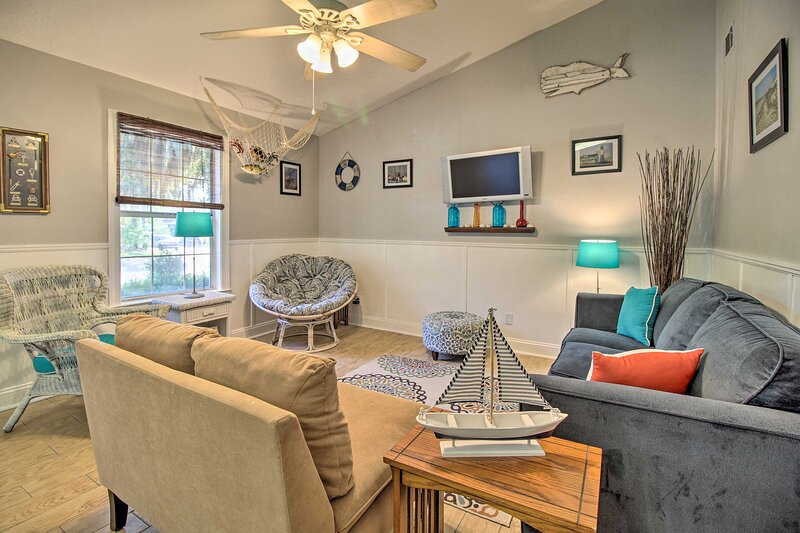 NEW! Pet-Friendly Home ~7 Mi to Historic District!, vacation rental in Thunderbolt
