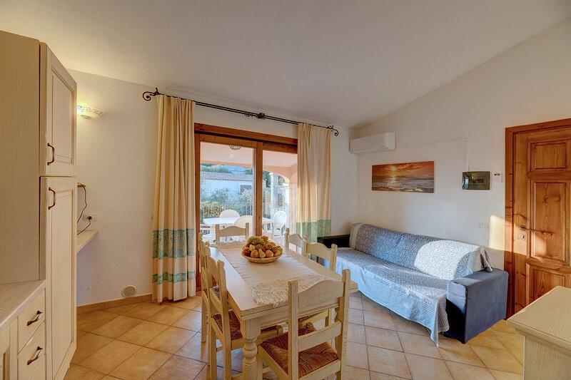 Appartamento Trilocale 6 persone - Residence Badus, vacation rental in Badesi