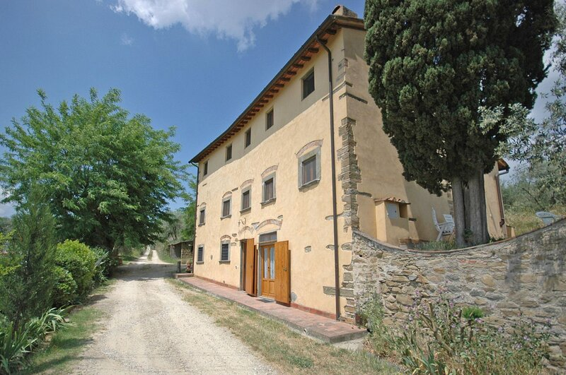 Romola Apartment Sleeps 6 with Pool and WiFi - 5873547, holiday rental in Mosciano