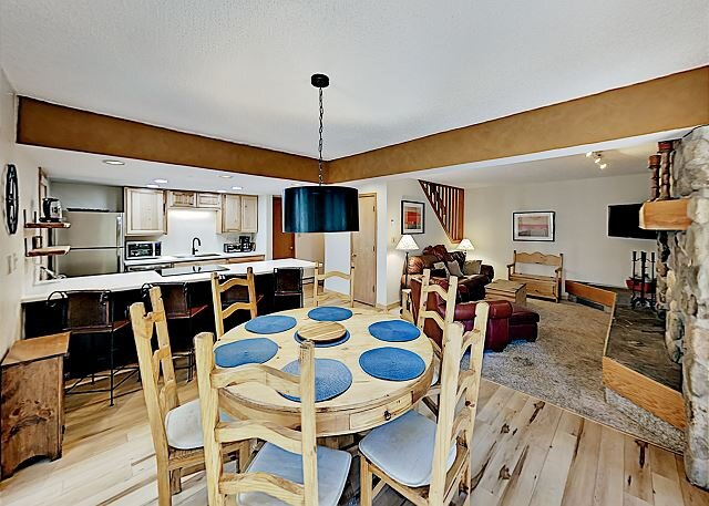 Ten Mile Creek Townhome: 5-Minute Walk to Town & Bus to Ski Resorts, vacation rental in Frisco