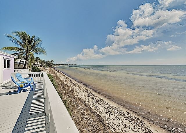 Chic Oceanfront Oasis | Private Beach & Boat Dock | Wraparound Deck, location de vacances à Long Key