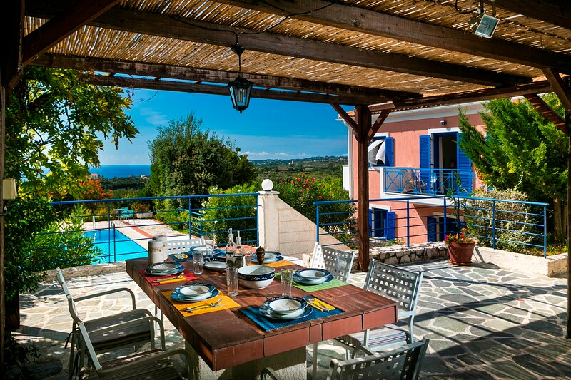 Villa Rudi - Delightful Villa with private Swimming Pool and Stunning View, vacation rental in Mousata