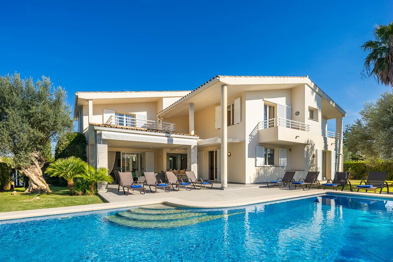 Villa with private pool walking distance to the beach (Moncho), alquiler de vacaciones en Mallorca