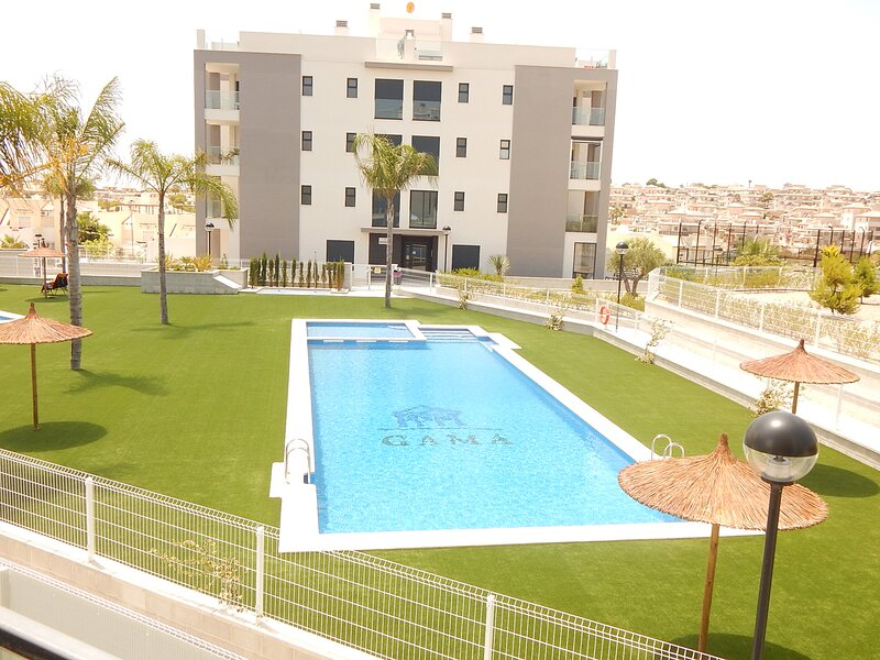 Valentino Golf Apartment, free wi-fi, A/C, 3 communal pools and paddle court, alquiler vacacional en San Miguel de Salinas