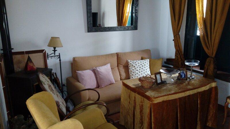Lujosa casa rural centro Cazalla de la Sierra, vacation rental in San Nicolas del Puerto