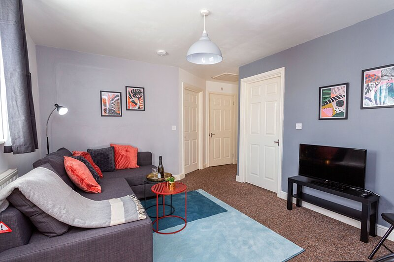 Stylish Cosy Apartment Near Coventry Centre, FREE Parking & Netflix, Sleeps 4, alquiler vacacional en Coventry