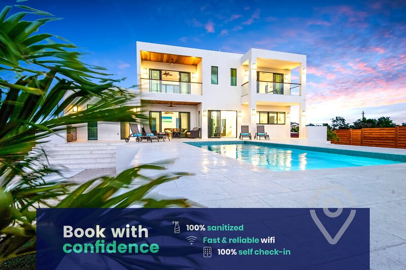 Luxury Villa: Private Pool, VIP Transport, Extras!, holiday rental in Long Bay Beach