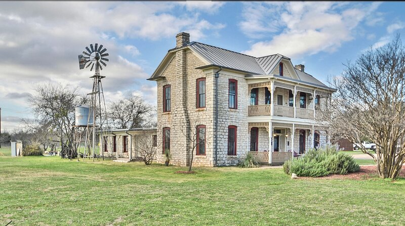 Granbury Sheriff's House, vacation rental in Glen Rose