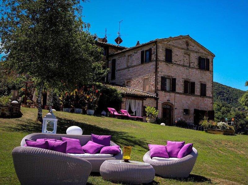 Palazzo Nolfi Pool and panoramic view, holiday rental in Montefortino