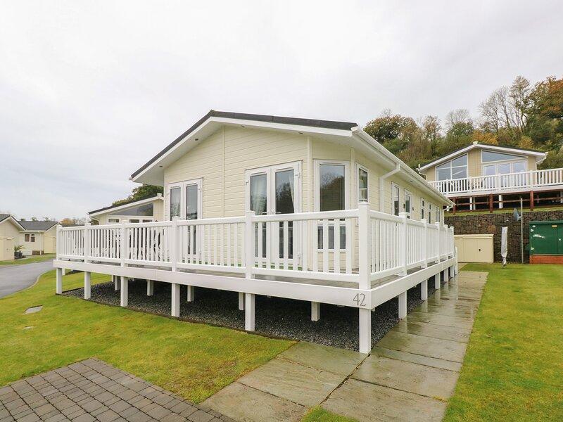 Cwtch Lodge 42, Wisemans Bridge, vacation rental in Kilgetty
