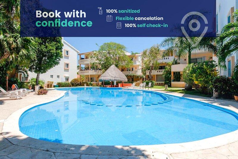 Lovely Condo w/ Balcony in Playacar, Walk to Beach, holiday rental in Playacar