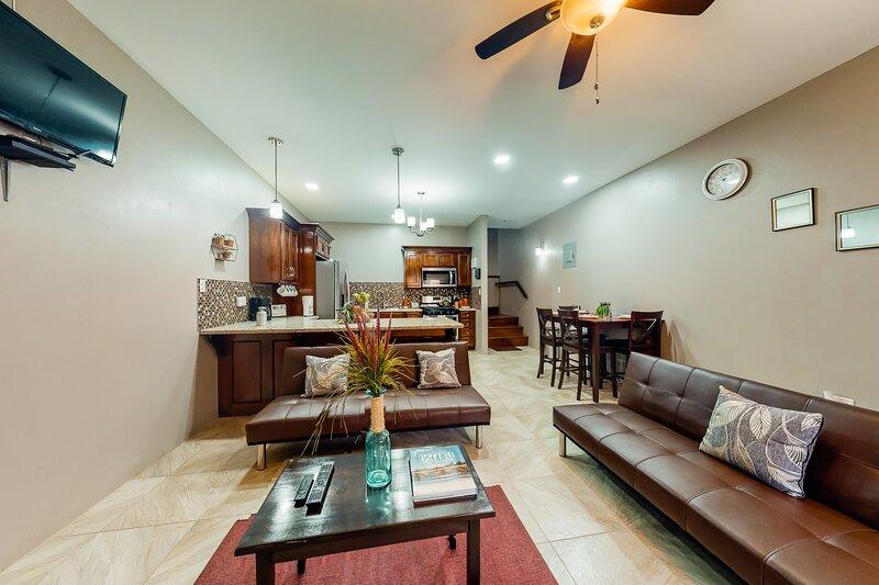 Stylish apartment and studio with WiFi, partial AC, patio, and gated entrance, aluguéis de temporada em Unitedville