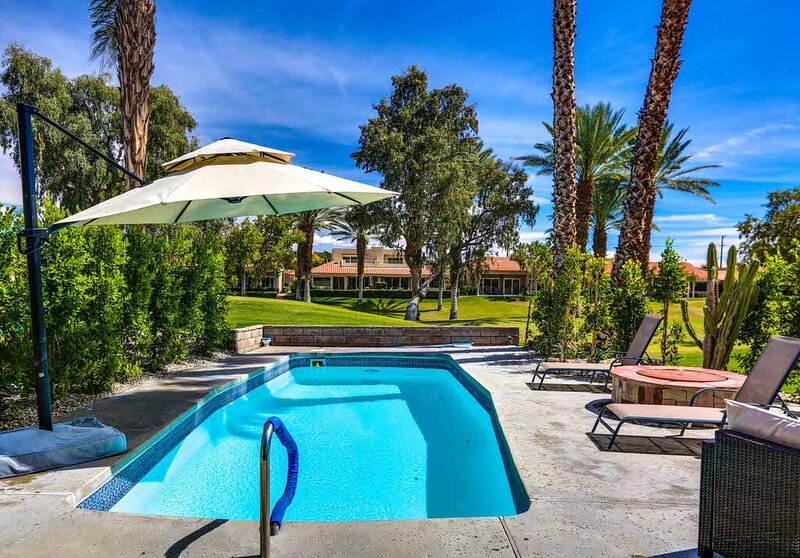 Relaxing, family-friendly home w/ a private pool & firepit - golf on-site!, location de vacances à Thousand Palms