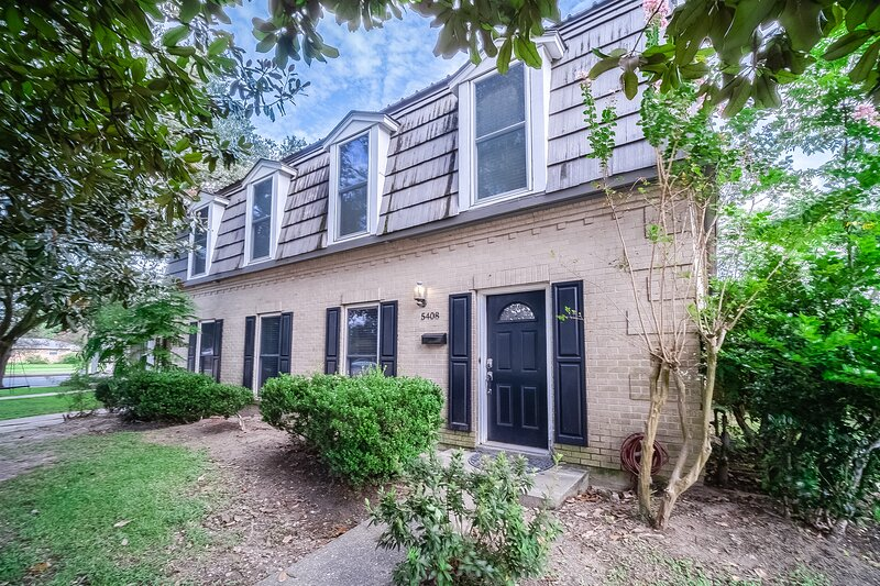 New listing! Home w/pool table, AC, WiFi, W/D-near French Quarter & Downtown, vacation rental in Chalmette