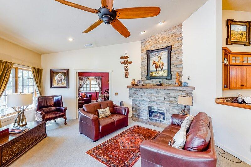 Spacious & inviting home near town w/ jetted tub, gas fireplace & free WiFi!, aluguéis de temporada em Carey