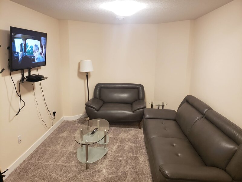 2 BR SUITE with Spacious Kitchen and Hi Speed Internet  Ideal for Long Stays, holiday rental in Fort McMurray