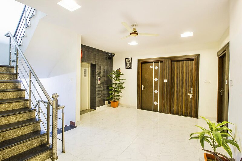 Budget Spacious Stay Near airport, holiday rental in Amer