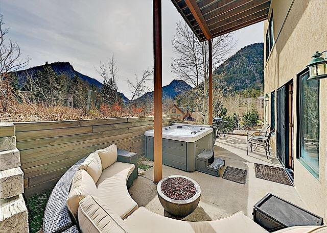 Mountain-View Studio w/ Fire Pit - Quick Walk to Main Street, location de vacances à Frisco