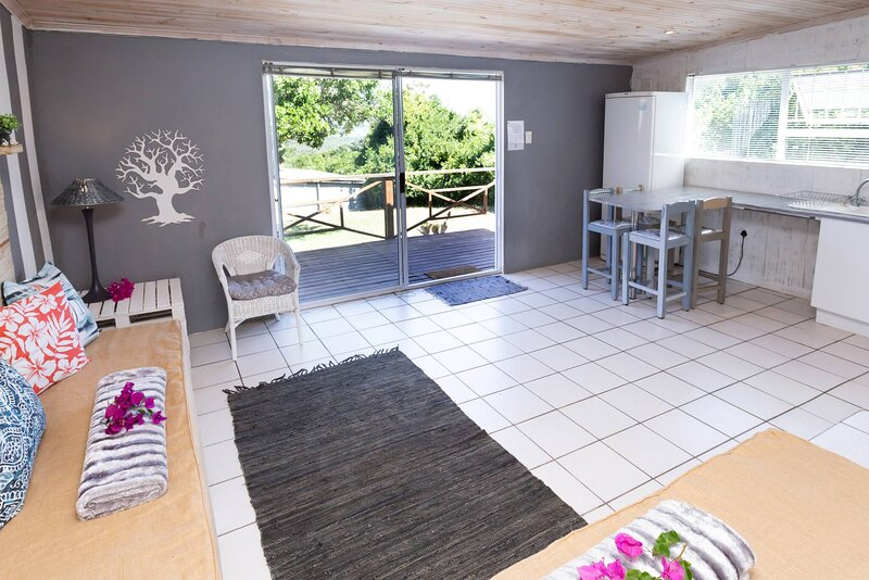 302 On Old Seaview Road - Milkwood Cottage, vacation rental in Clarendon Marine