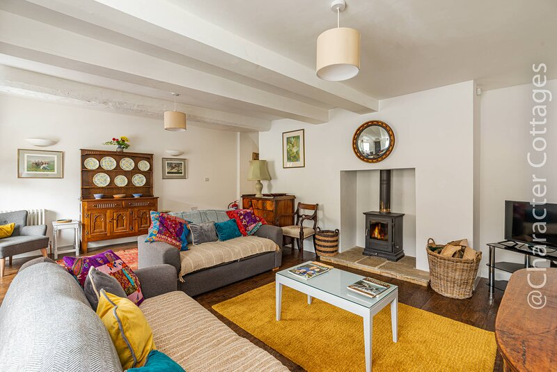 Teasel Cottage is a beautiful 19th century Cotswold stone property in Winchcombe, holiday rental in Little Washbourne