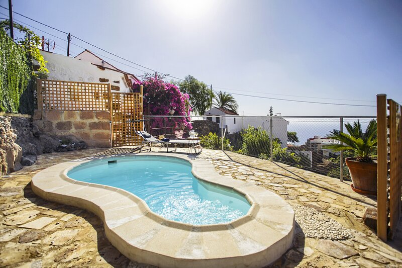 Romantic cottage in a beautiful hamlet, holiday rental in Las Caletillas