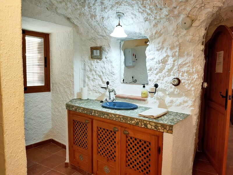 Cueva la Calandria de 2 a 4 pax, vistas al Desierto de Gorafe, location de vacances à Freila