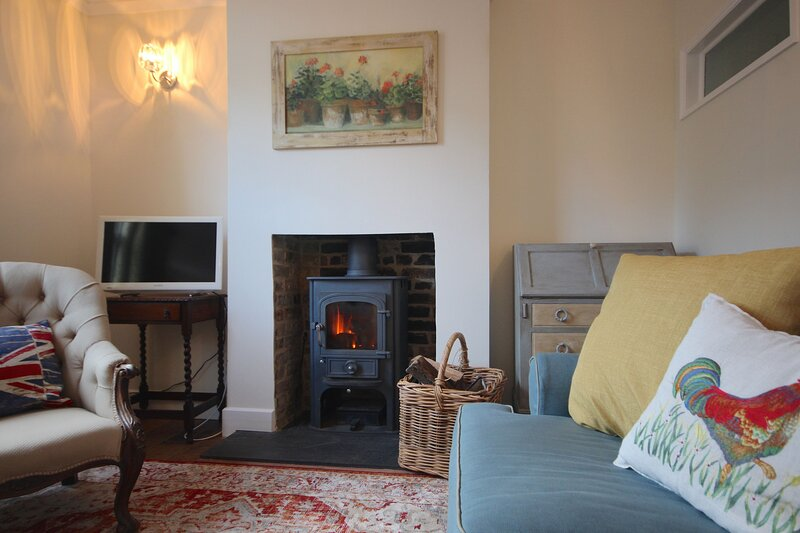 Delightful 2 bedroom cottage located just minutes from the beach in Deal, Kent, vacation rental in Great Mongeham