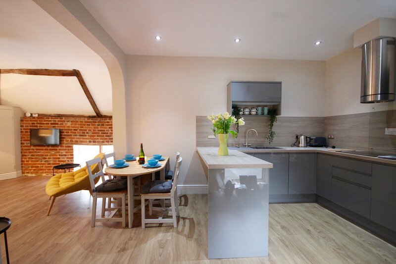 Canterbury Retreat - spacious first floor apartment in the city centre, holiday rental in Chartham