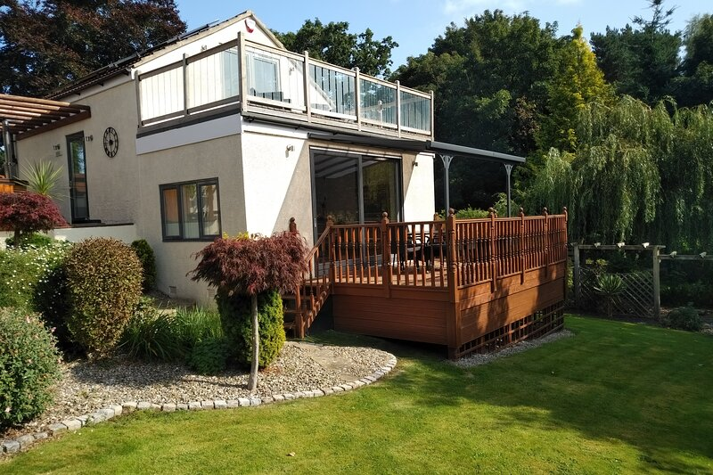 Luxury Annexe Set Within Gated Grounds & Hot Tub - Summer House, location de vacances à Bridge Trafford