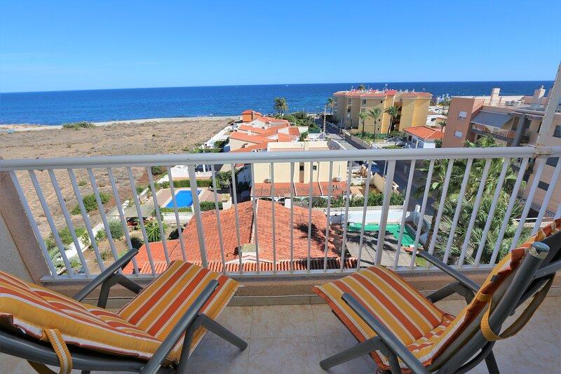 Cosy 2 bed panoramic sea view apartment in Punta Prima, holiday rental in Punta Prima