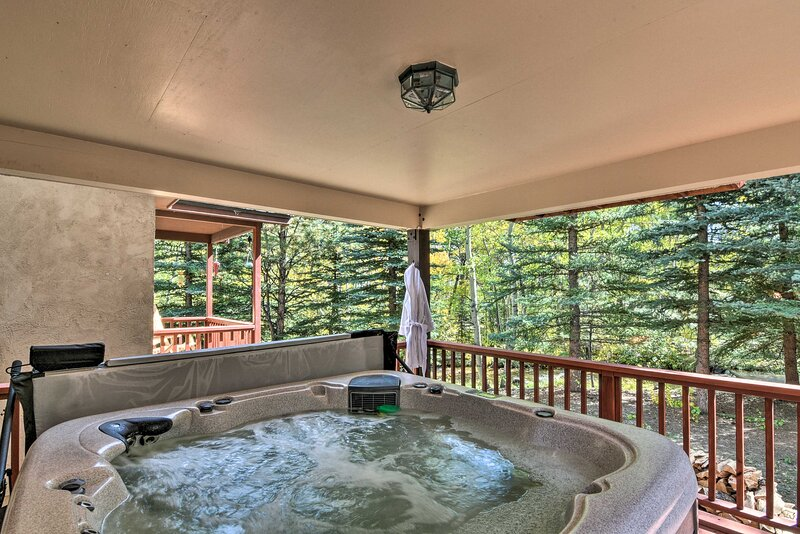 NEW! Nathrop Home w/Fire Pit on Private Creekfront, casa vacanza a Nathrop