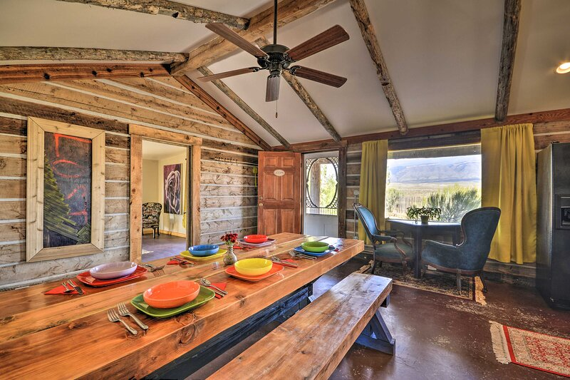 NEW! Hundred-Year-Old Shell Valley Settlers Cabin!, location de vacances à Shell