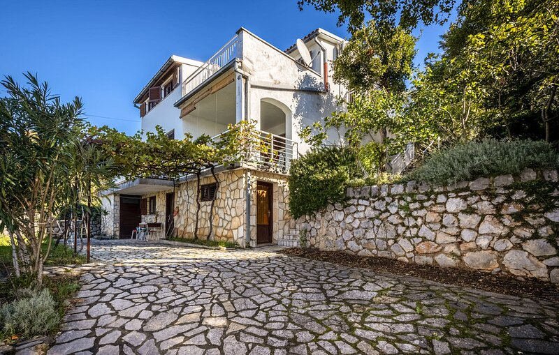 Big villa with sea view & terrace, holiday rental in Klenovica