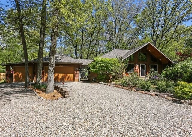 Sit back and let the beauty of nature captivate you!, holiday rental in Michiana Shores