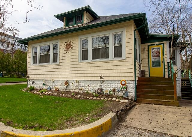 Sunflower Cottage by the beach, parks, zoo and more., alquiler vacacional en Michigan City