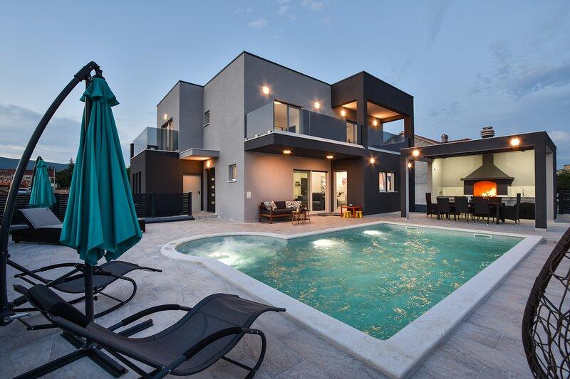Villa Gabriel - Dicmo *****, vacation rental in Klis