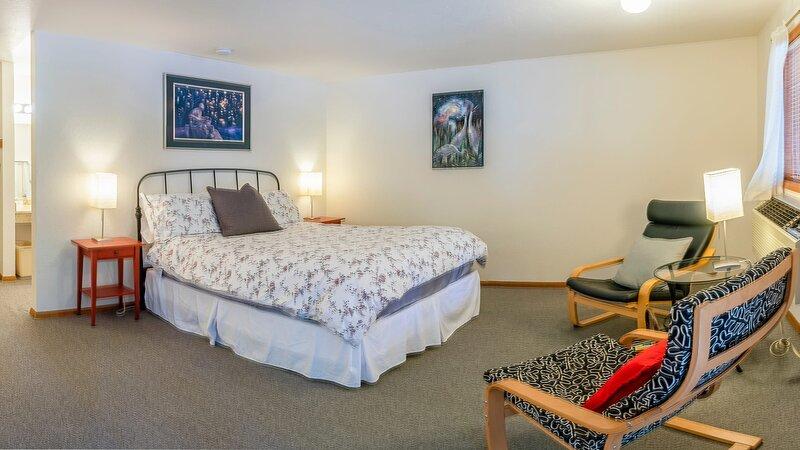 #1 Lodge Room 6 ~ Green Springs Inn ~ Dog Friendly, holiday rental in Hornbrook