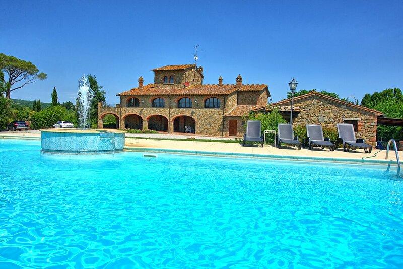 Poschini Villa Sleeps 16 with Pool Air Con and WiFi - 5873391, alquiler vacacional en Lucignano