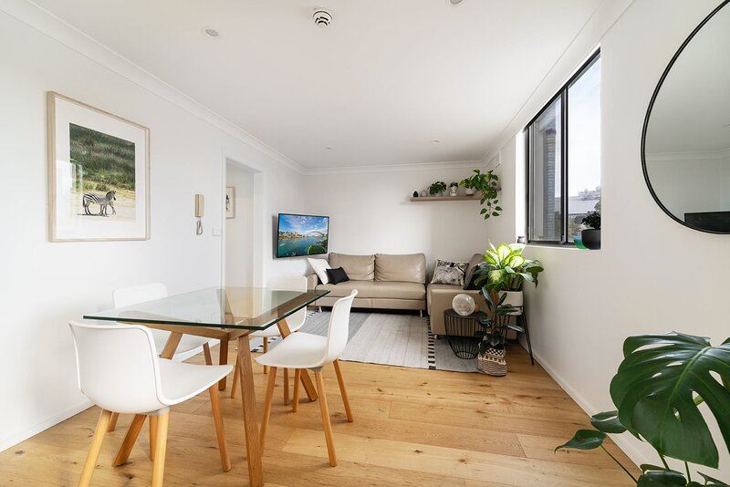 Modern and Stylish One Bedroom Apartment with City View, vacation rental in Moore Park