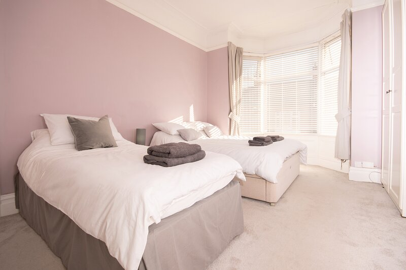 Dwellcome Home CONTRACTORS Birchington 4 Beds - FREE STREET PARKING, location de vacances à Tynemouth