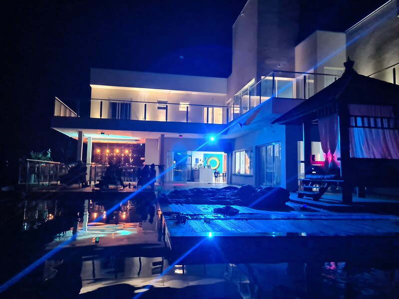 Mansão no Riviera de Santa Cristina XIII com estrutura para Festas e Banquetes, location de vacances à Avare