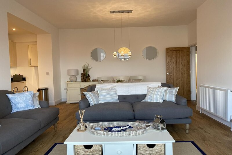 Farley Apartment, Minehead - Luxury two-bedroom apartment on Minehead seafront -, location de vacances à Wootton Courtenay