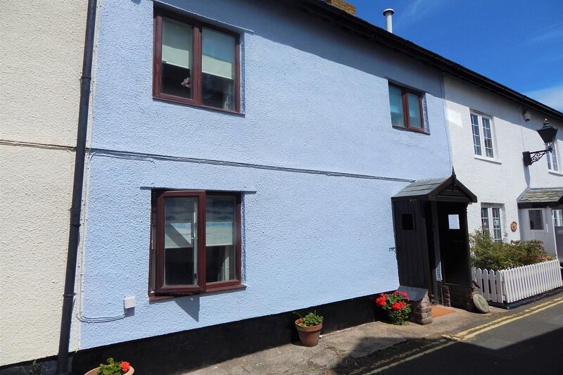 Cuain Cottage, Watchet - Cosy Cottage in Central Watchet - near the Harbour and, holiday rental in Old Cleeve