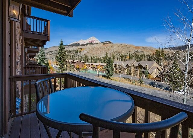 Awesome Views - Heated Pool - Free Ski Shuttle - Big TV - Enclosed Loft, vacation rental in Durango